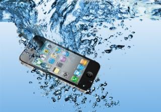 ماذا تفعل اذا سقط هاتفك في الماء ؟
